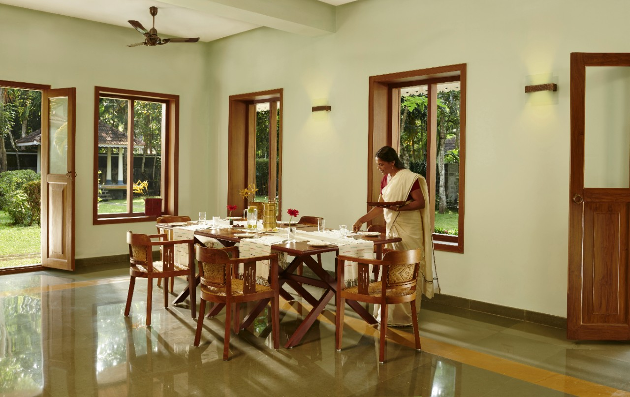 Fine Dining Experience in Kerala at Pathiramanal Villa, Alappuzha