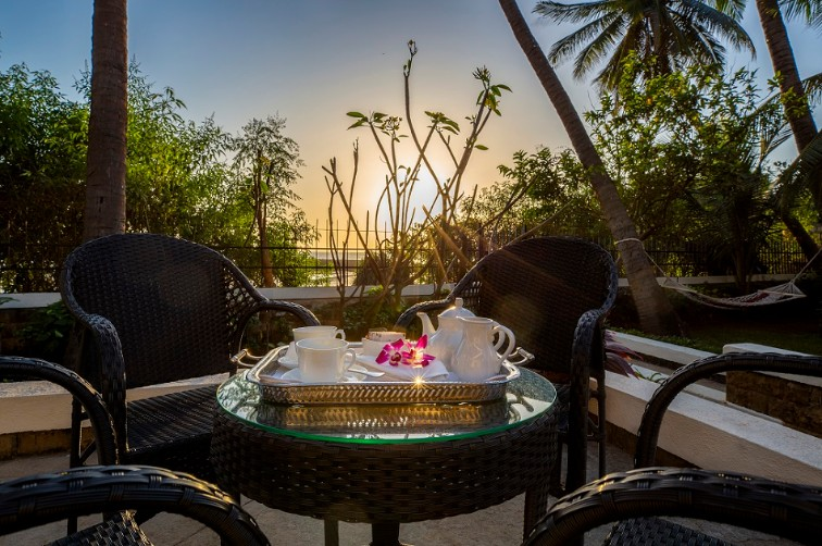 Exotic Sunrise View - amã Stays & Trails Beach House Madh Island, Mumbai